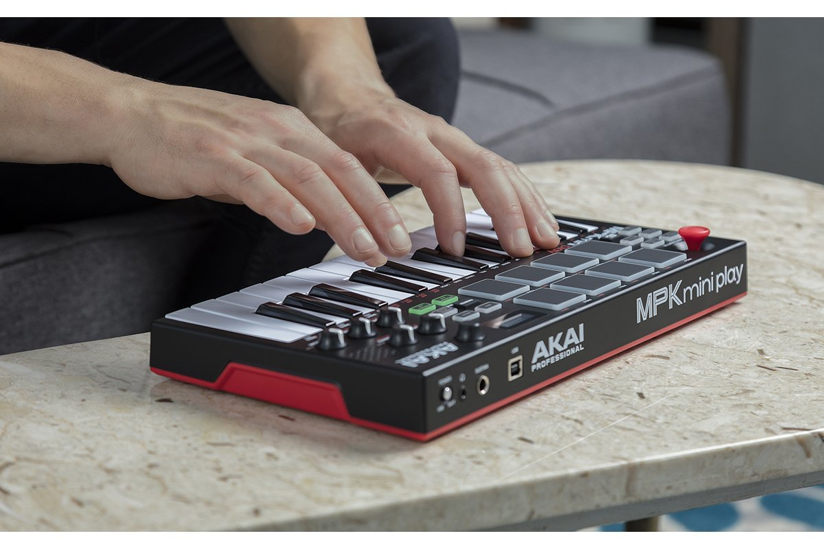 AKAI-info: новинка - AKAI MPK mini play! / Новини / 8 НОТА